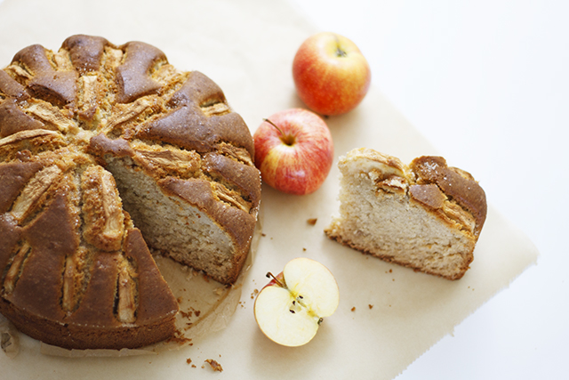 Weißer Schokoladenkuchen mit Äpfeln nach Fräulein Klein
