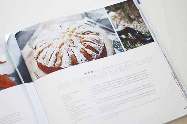 Weißer Schokoladenkuchen mit Äpfeln