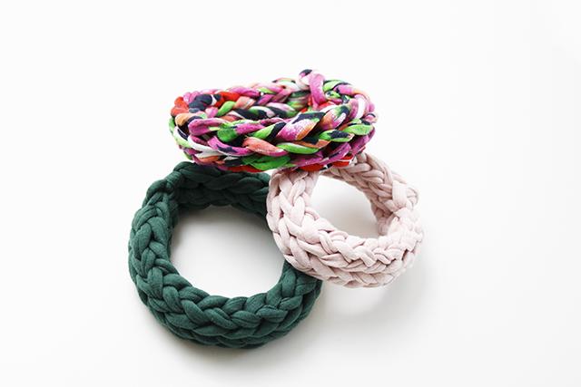 gestrickte Armbänder klein